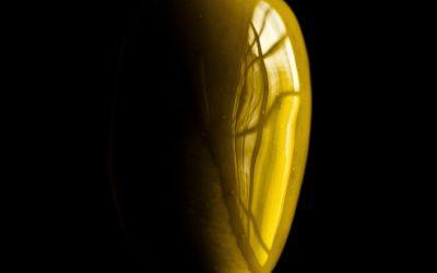 Dentro una gocciolina di olio extravergine di oliva